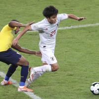 サッカー南米選手権【日本-エクアドル】前半、攻め込む日本の久保=ブラジル・ベロオリゾンテで2019年6月24日、AP