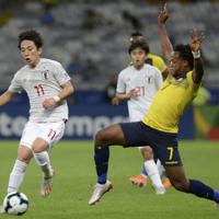 サッカー南米選手権【日本-エクアドル】前半、日本の三好が攻め込む=ブラジル・ベロオリゾンテで2019年6月24日、AP