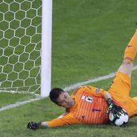 サッカー南米選手権【日本-エクアドル】前半、エクアドルのシュートをセーブする日本の川島=ブラジル・ベロオリゾンテで2019年6月24日、AP