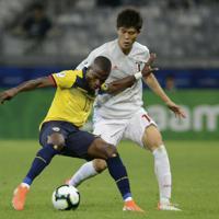 サッカー南米選手権【日本-エクアドル】後半、エクアドルの攻め上がりを防ぐ日本の冨安=ブラジル・ベロオリゾンテで2019年6月24日、AP