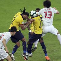 サッカー南米選手権【日本-エクアドル】後半、日本とエクアドルの激しい攻防が続いた=ブラジル・ベロオリゾンテで2019年6月24日、AP