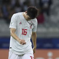 サッカー南米選手権【日本-エクアドル】引き分けで、決勝T進出を逃し、うつむく日本の冨安=ブラジル・ベロオリゾンテで2019年6月24日、AP