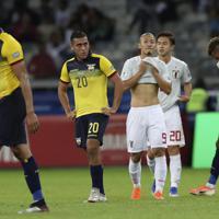 サッカー南米選手権【日本-エクアドル】無念の引き分けで、決勝T進出を逃し、落胆する日本の前田=ブラジル・ベロオリゾンテで2019年6月24日、AP