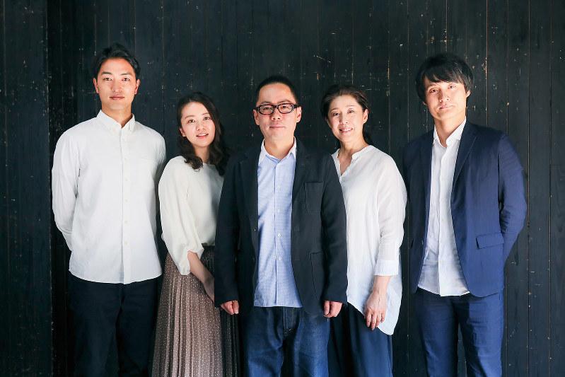 左から池田倫太朗、永宝千晶、高橋正徳、塩田朋子、亀田佳明