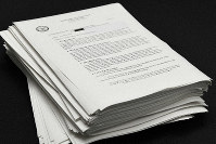 The around 800 pages of documents provided by the U.S. government after a freedom of information request are seen on June 21, 2019, in Chiyoda Ward, Tokyo. (Mainichi/Emi Naito)