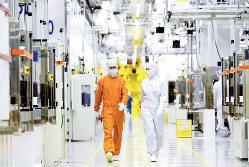 半導体生産ラインの内部の様子(サムスン電子提供)