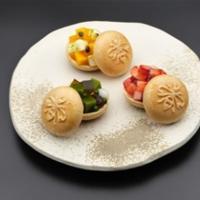 28日のG20サミット首脳夕食会で提供されたメニュー「茶菓子~最中三種~」=外務省ホームページから