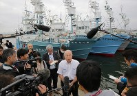 Yoshifumi Kai, the chairman of the Japan Small-Type Whaling Association, speaks to the media about the resumption of commercial whaling, at the port in the city of Kushiro, Hokkaido, on July 1, 2019. (Mainichi/Taichi Kaizuka)