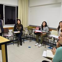 日本語学校で勉強する日系4世たち。右端は、ガブリエラ・コゾノさん=サンパウロで2019年6月3日、山本太一撮影