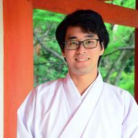 「今年の春日野音楽祭も盛り上げます」と意気込む吉岡毅さん=奈良市の春日大社で、加藤佑輔撮影