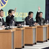 討論会に臨む(左から)維新の松井代表、国民の玉木代表、公明の山口代表、自民の安倍総裁、立憲の枝野代表、共産の志位委員長、社民の吉川幹事長=東京都千代田区の日本記者クラブで2019年7月3日、藤井達也撮影