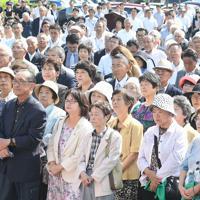 山口県選挙区の出陣式で候補者のあいさつに聴き入る大勢の支持者ら=山口市で2019年7月4日午前9時28分、上入来尚撮影
