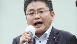 参院選が公示され、第一声を上げる社民党の吉川元幹事長=東京都新宿区で2019年7月4日午前10時34分、吉田航太撮影