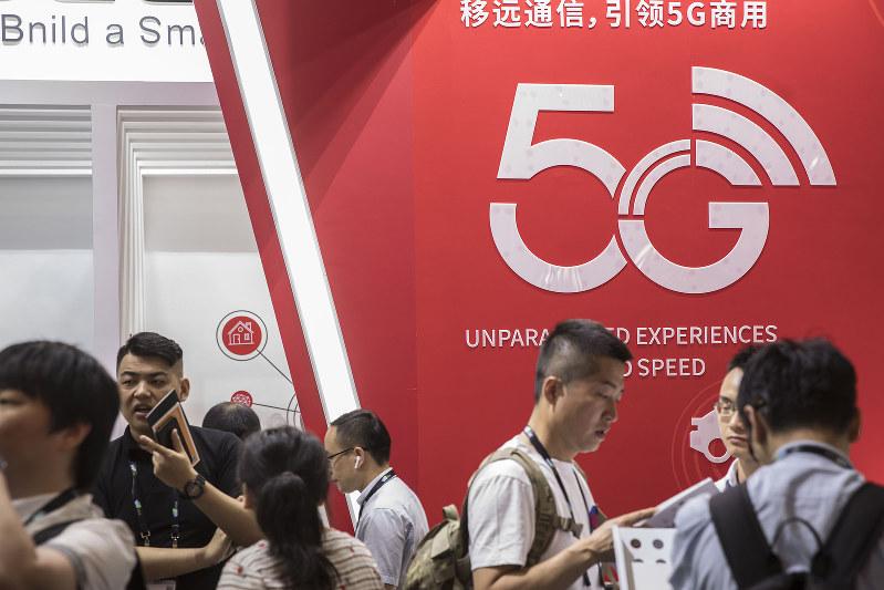 6月には上海であった見本市「CESアジア」でも5Gは目玉の一つ(Bloomberg)