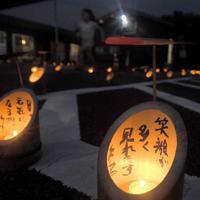 地域の復興を願ってともされた灯籠=福岡県朝倉市で2019年7月5日午後7時52分、津村豊和撮影
