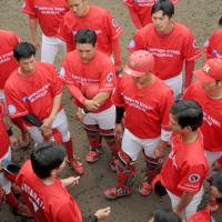 日本製鉄室蘭シャークスの選手の左袖にはそれぞれの所属企業名が縫い付けられている