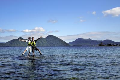 水面に立っているような写真が撮れる場所「ゼロポイント」=北海道洞爺湖町で、貝塚太一撮影