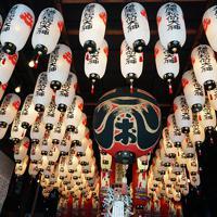 多くのちょうちんが不思議な雰囲気を醸し出す松尾稲荷神社=神戸市兵庫区で、反橋希美撮影