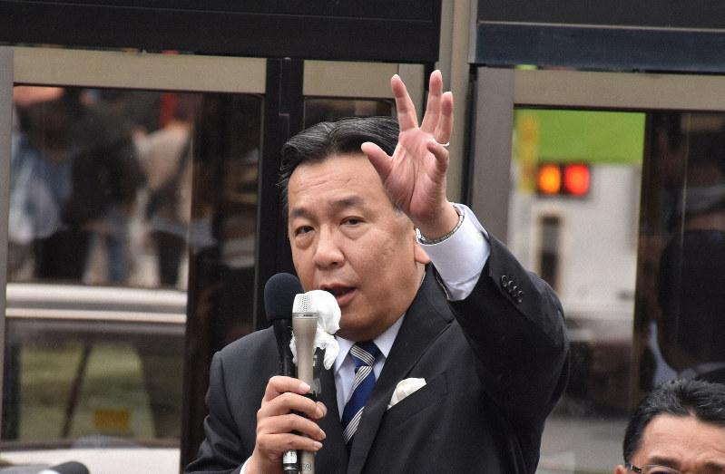 街頭演説する立憲民主党の枝野幸男代表=須藤孝撮影