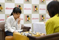 Sumire Nakamura, a first-dan ranked professional Go player, reflects on her win in a match against fourth-dan ranked Chieko Tanaka, right, at the Kansai Office of the Nihon Ki-in in Osaka's Kita Ward on July 8, 2019. (Mainichi/Rei Kubo)