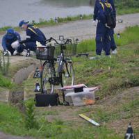 遺体発見現場近くで見つかった自転車。村尾さんはこの自転車で帰宅中に襲われたとみられる=福岡県粕屋町仲原で2019年7月8日午後3時53分、浅野孝仁撮影