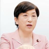 インタビューに答える社民党の福島瑞穂副党首