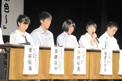 日ごろの練習での苦労などを語る高校生パネリスト=宇都宮市駒生の県教育会館で