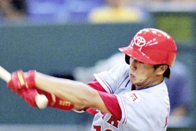 2003年第74回都市対抗野球の調布市・シダックス戦に2番・センターで出場した豊田市・トヨタ自動車の平石=東京ドームで2003年8月23日、小林努撮影