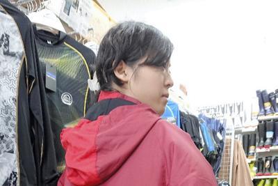 作業服のノウハウを生かしたファン付き服=東京都大田区のワークマン大森環七店で