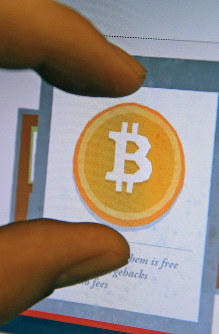 A website showing how to use bitcoins is seen in this March 1, 2014 file photo. (Mainichi)