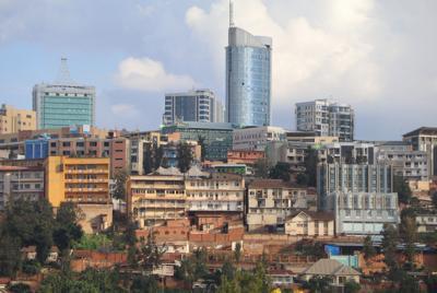 虐殺記念館から見える、高層ビルやホテルが建ち並ぶキガリ中心部の光景=2019年5月31日午後4時40分ごろ、小泉大士撮影