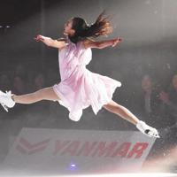 氷上でジャンプする浅田真央さん=大津市の滋賀県立アイスアリーナで2019年7月13日午後5時50分、諸隈美紗稀撮影