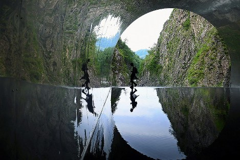 In Photos: Gorge sightseeing tunnel reflects Niigata's natural beauty