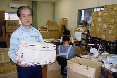 「お客さんの希望をかなえたい」と話す日出手袋工業の川端隆也社長=和歌山県有田市初島町里で、中川博史撮影