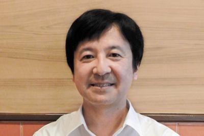 『東南アジア4ケ国を走る日本の電車・気動車』の著者、斎藤幹雄さん=広瀬登撮影