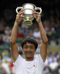 Japan's Shintaro Mochizuki lifts the trophy after defeating Spain's Carlos Gimeno Valero during the boys' singles final match of the Wimbledon Tennis Championships in London, on July 14, 2019. (AP Photo/Kirsty Wigglesworth)