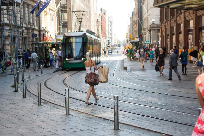 マイカーに依存しない街づくりが進む(ヘルシンキ)(Bloomberg)
