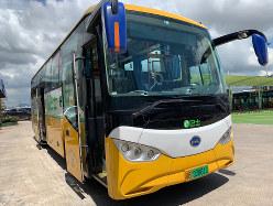 深圳市を走るBYDのEVバス(筆者撮影)