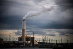 """""""庇護""""の効果のほどは?(ノースカロライナ州の石炭火力発電所)(Bloomberg)"""