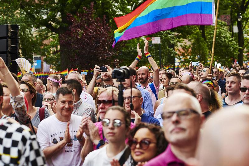 米ニューヨークでの性的少数者のパレード。擁護する企業の対応には矛盾も(Bloomberg)