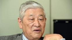 インタビューに答える野口悠紀雄・一橋大学名誉教授=東京都新宿区で7月12日、根岸基弘撮影