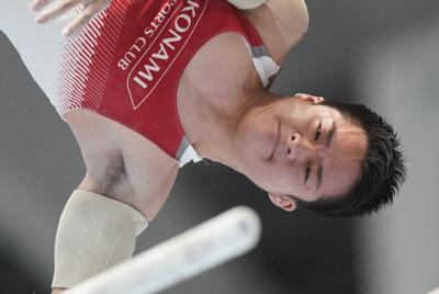 世界選手権日本代表に選ばれた神本雅也の平行棒男子決勝での演技=高崎アリーナで2019年6月23日、宮間俊樹撮影