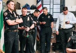 ニューヨーク市警の警察官たち(Bloomberg)