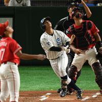 【大阪市(NTT西日本)-北九州市(JR九州)】一回表大阪市無死一、三塁、山田が先制の適時打を放つ=東京ドームで2019年7月19日、丸山博撮影