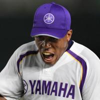 【東京都(JR東日本)-浜松市(ヤマハ)】四回表東京都2死三塁、渡辺を二飛に打ち取り、雄たけびを上げる浜松市の先発ナテル=東京ドームで2019年7月19日、久保玲撮影