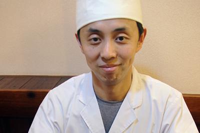 「ミニ天丼とうどんのセット」。うどんは冷やかけ=奈良市法蓮町で、姜弘修撮影