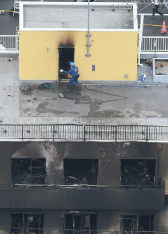 An investigator enters the No. 1 studio of Kyoto Animation after the facility was destroyed in a deadly arson attack, in Kyoto's Fushimi Ward on the morning of July 19, 2019. (Mainichi/Naohiro Yamada)
