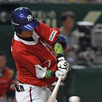 【東京都(明治安田生命)-千葉市(JFE東日本)】五回表東京都2死一、二塁、木田が先制の中越え2点三塁打を放つ=東京ドームで2019年7月20日、矢頭智剛撮影