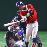 【東京都(明治安田生命)-千葉市(JFE東日本)】一回表東京都1死、木田がチーム初安打の二塁打を放つ=東京ドームで2019年7月20日、吉田航太撮影