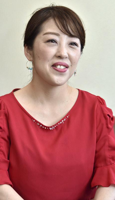 山口ひろみ:演歌歌手 前へ出る女を歌う、新曲「最終出船」 - 毎日新聞